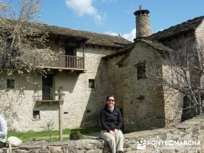 Pueblo con encanto España - Ainsa; viajes de senderismo; agencias senderismo madrid